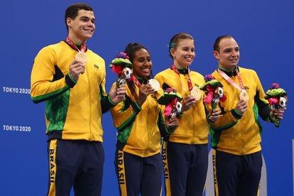 Gabriel Bandeira, Ana Karolina Soares de Oliveira, Beatriz Borges Carneiro e Felipe Vila Real, medalhistas de bronze no revezamento.