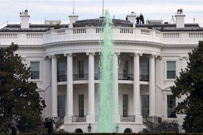 Membros do Serviço Secreto no topo da Casa Branca.