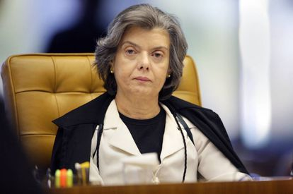 Ministra durante seção do STF