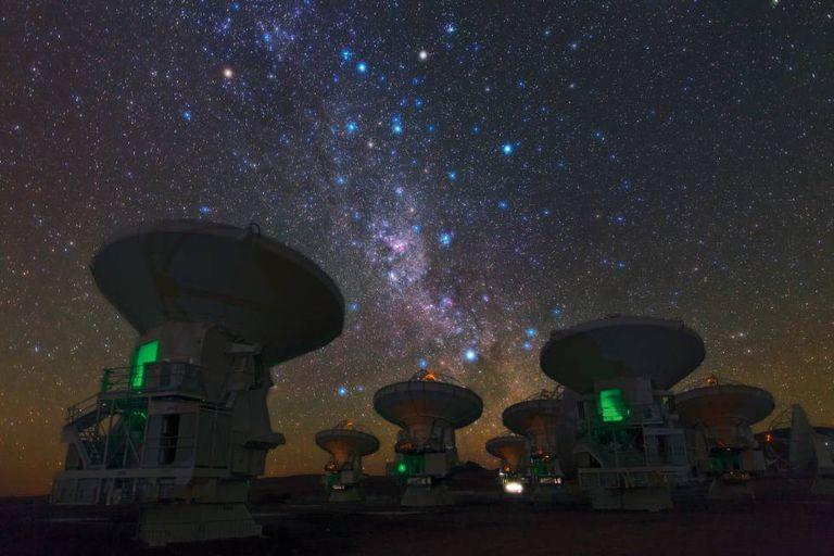 A Via Láctea vista do telescópio ALMA, no Chile.