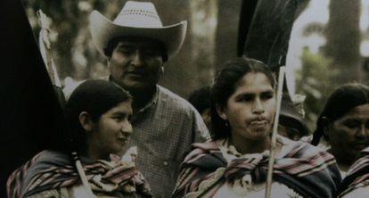Evo Morales com líderes do movimento feminino cocaleiro.