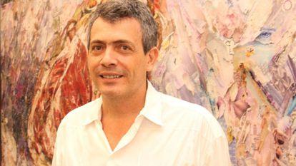 O artista Carlito Carvalhosa.