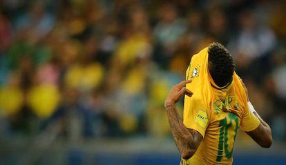 Neymar decepciona com jogo individualista contra Equador.