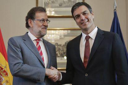 Mariano Rajoy e Pedro Sánchez, durante a reunião para a formação do Governo.