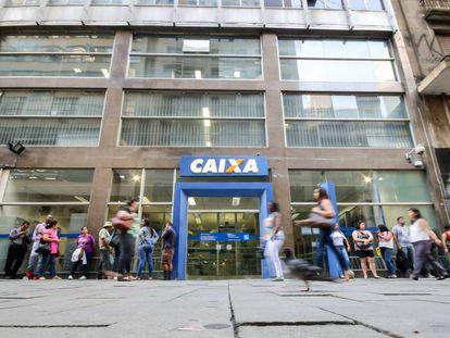 Agência da Caixa no centro de São Paulo.