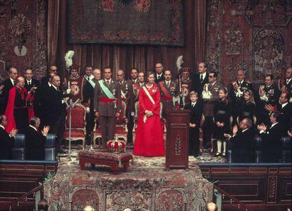 Coroação dos Reis nas Cortes franquistas, em 22 de novembro de 1975.