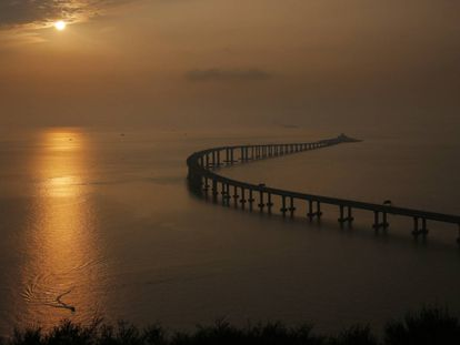 Vista da ponte que une Hong Kong-Zhuhai-Macau.