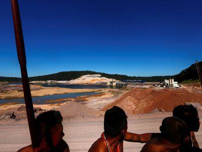 Indígenas munduruku na hidrelétrica São Manoel, no Mato Grosso.