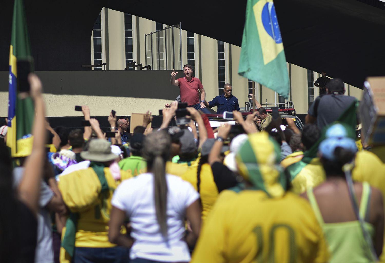 O presidente Jair Bolsonaro, em Brasília no último domingo, durante o protesto que pedia o fim do isolamento social e o fechamento do Congresso e STF.