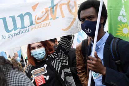 Manifestação de estudantes contra a precariedade, em 16 de março em Paris.