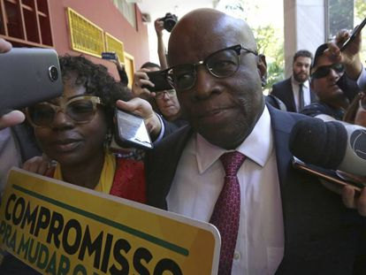 Joaquim Barbosa antes de uma reunião com líderes do PSB em Brasília no dia 19 de abril.