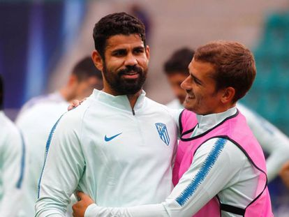 Diego Costa e Griezmann, do Atlético, em treinamento para a Supercopa.