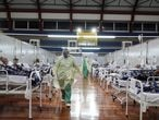 Patients suffering from the coronavirus disease (COVID-19) are treated at a field hospital set up at a sports gym, in Santo Andre, Sao Paulo state, Brazil, May 6, 2020. Picture taken May 6, 2020. REUTERS/Amanda Perobelli