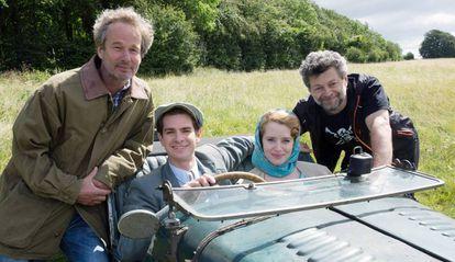 Da esquerda para a direita: o produtor Jonathan Cavendish, os atores Andrew Garfield e Claire Foy e o diretor de 'Uma Razão Para Viver', Andy Serkis.