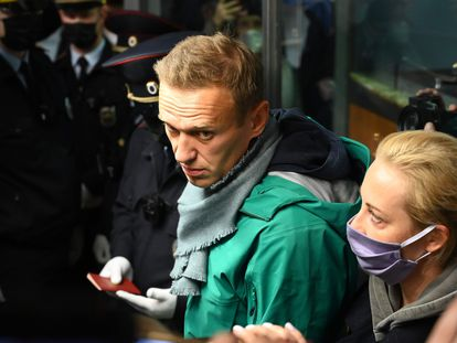O opositor russo Alexei Navalny, ao chegar a um aeroporto de Moscou.