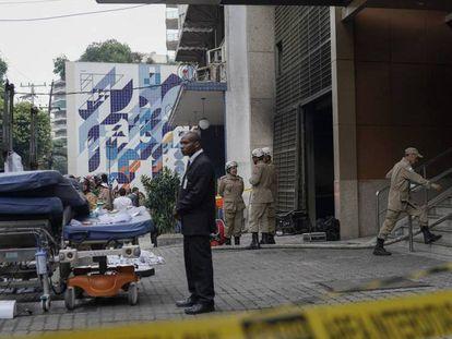 O hospital Badim após o incêndio, na manhã desta sexta-feira. No vídeo, imagens do resgate dos pacientes.