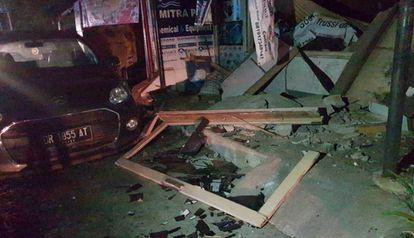 Destroços causados pelo terremoto no domingo em Senggigi, na ilha de Lombok.