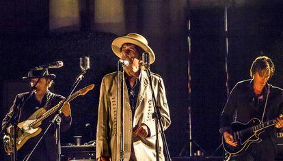O cantor e poeta Bob Dylan durante apresentação em Barcelona.