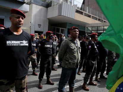 Militares da reserva participam de manifestação em apoio ao presidente Bolsonaro na avenida Paulista, em 1º de maio deste ano.