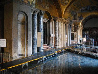 Inundações na basílica de São Marcos.