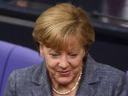 453 deputados votaram a favor, 113 contra e 18 se abstiveram. Holanda vota nesta quarta a aprovação de 86 bilhões de euros