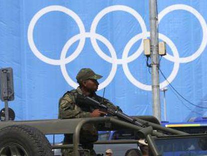Soldados protegem a zona de Copacabana em Rio