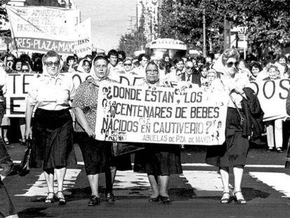Grupo de Avós marcha com as Mães em maio de 1982