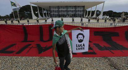 Manifestante em frente ao STF no dia 17.