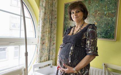 A médica espanhola Lina Álvarez, de 62 anos de idade, durante sua gravidez, em setembro deste ano.