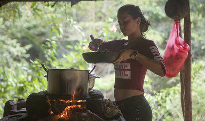 Laura Puente começou com 14 anos, como 'raspachina', como são conhecidas as pessoas que raspam ou coletam a folha de coca.