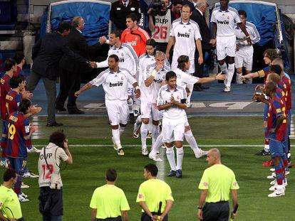 O corredor do Barça ao Madrid depois da vitória na Liga em 2008.