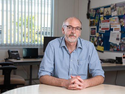 Andrew-Pollard, em seu escritório.