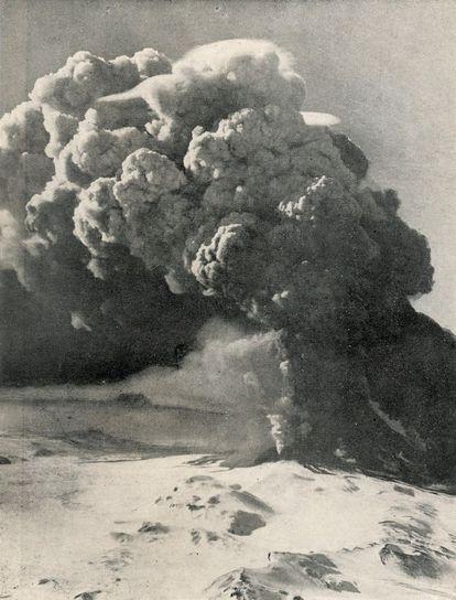 Uma imagem da erupção do vulcão Hekla, em 1947.