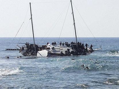 Ao menos três mortos na ilha grega de Rodas depois de afundar-se uma bateira.