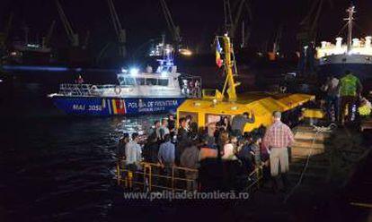 Barco resgatado pela polícia romena de fronteiras