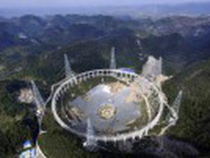 País constrói o maior radiotelescópio do mundo e planeja tê-lo pronto em setembro. O FAST terá o dobro da sensibilidade do Arecibo