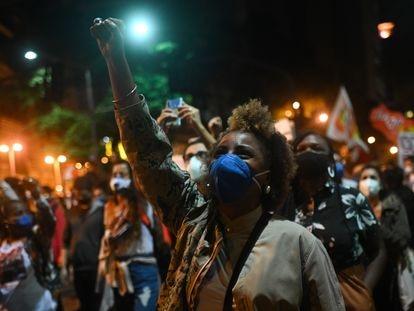 Um protesto contra o racismo no Rio de Janeiro em 13 de maio.