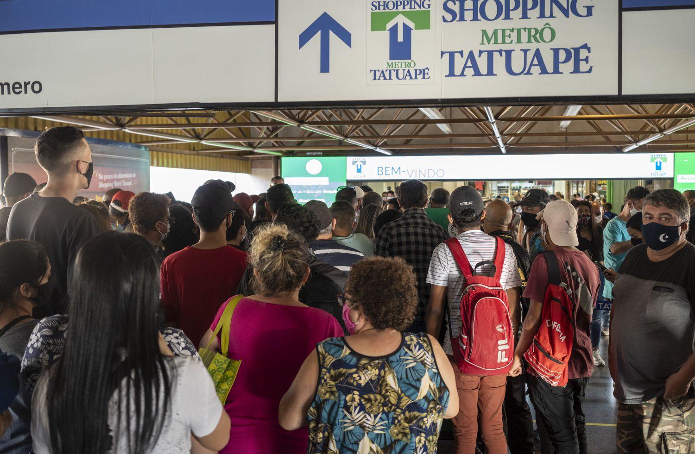 Shopping Tatuapé teve fila com mais de 200 pessoas à espera da reabertura nesta quinta-feira, 11 de junho.
