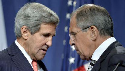 John Kerry e Serguéi Lavrov durante seu encontro em Paris.