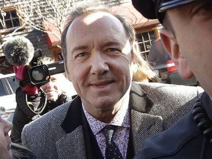 Kevin Spacey na chegada ao tribunal do condado de Nantucket, em Massachusetts.