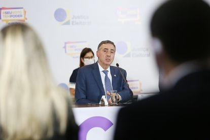 O presidente do TSE, Luís Roberto Barroso, durante entrevista coletiva no dia 16, em Brasília.
