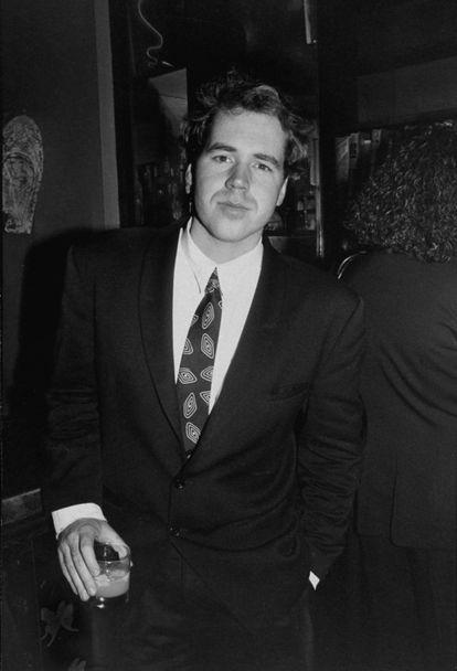 Bret Easton Ellis (1964, Los Angeles) publicou 'Abaixo de Zero' em 1985. Tinha apenas 21 anos e alguns já o comparavam com Ernest Hemingway. Outros só queriam criticar sua obra. Com 27 anos, alcançou a fama com 'Psicopata Americano'. Um livro polêmico que relata a vida dupla de Patrick Bateman, um executivo que assassina por capricho. Apesar da controvérsia e das acusações de misoginia, a história se transportou para o cinema em 2000, com Christian Bale como protagonista.