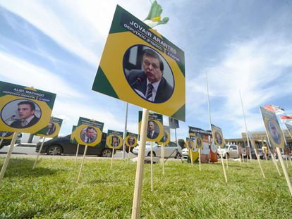 Arantes, em cartaz de campanha pelo impeachment.