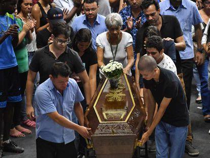 Enterro de uma das vítimas do ataque à escola em Suzano.