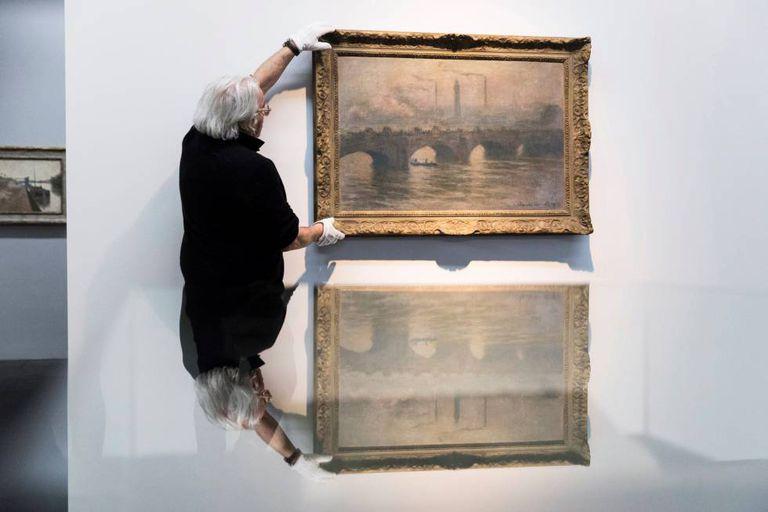 """Imagem do quadro """"A Ponte de Waterloo"""", de Claude Monet, na sala de exposição das obras de Cornelius Gurlitt em Berna, em abril."""