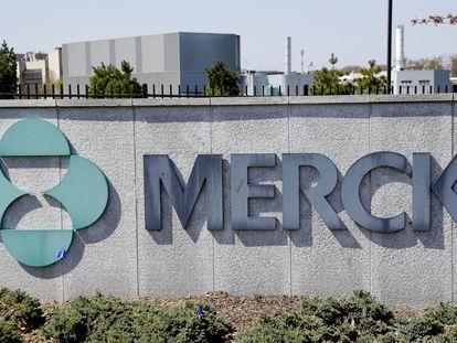 Logomarca da Merck na sede da companhia em Kenilworth, nos Estados Unidos.