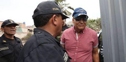Demetrio Limonier Chávez Peñaherrera na saída da penitenciária Miguel Castro Castro, após 22 anos encarcerado, dia 13 de janeiro.