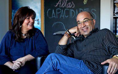Os psicólogos Olga Carmona e Alejandro Busto.