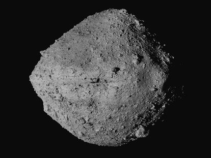 Imagem do asteroide Bennu feita pela nave 'OSIRIS-REx'.