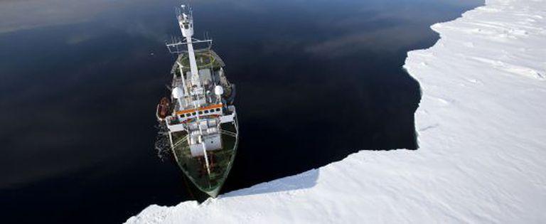 O barco do Greenpeace, em setembro, no polo.